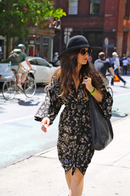 Street Style Fashion: Neon, Sunglasess & Shorts Oh My